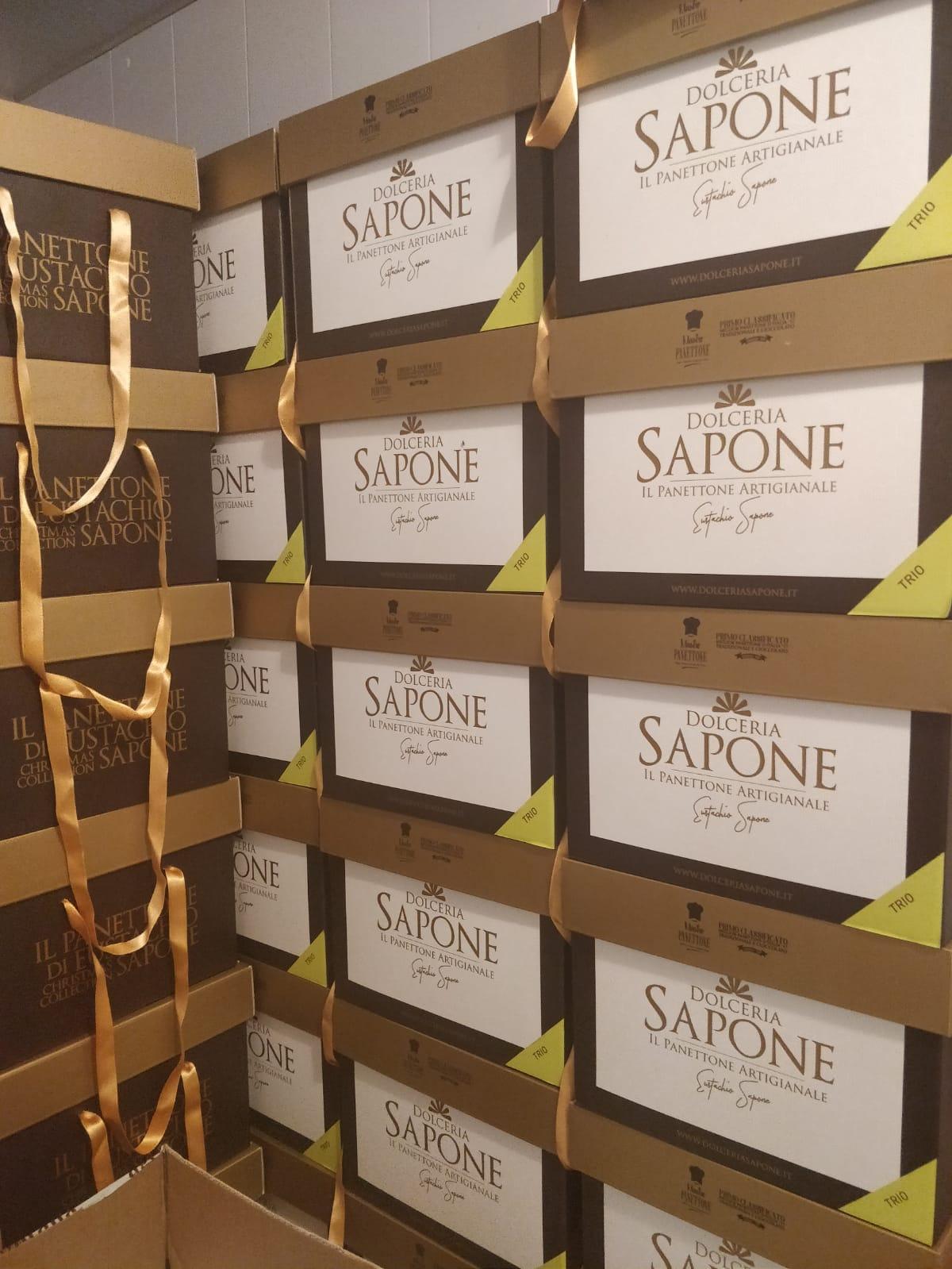 Panettoni in produzione Dolceria Sapone nuove scatole tradizionale