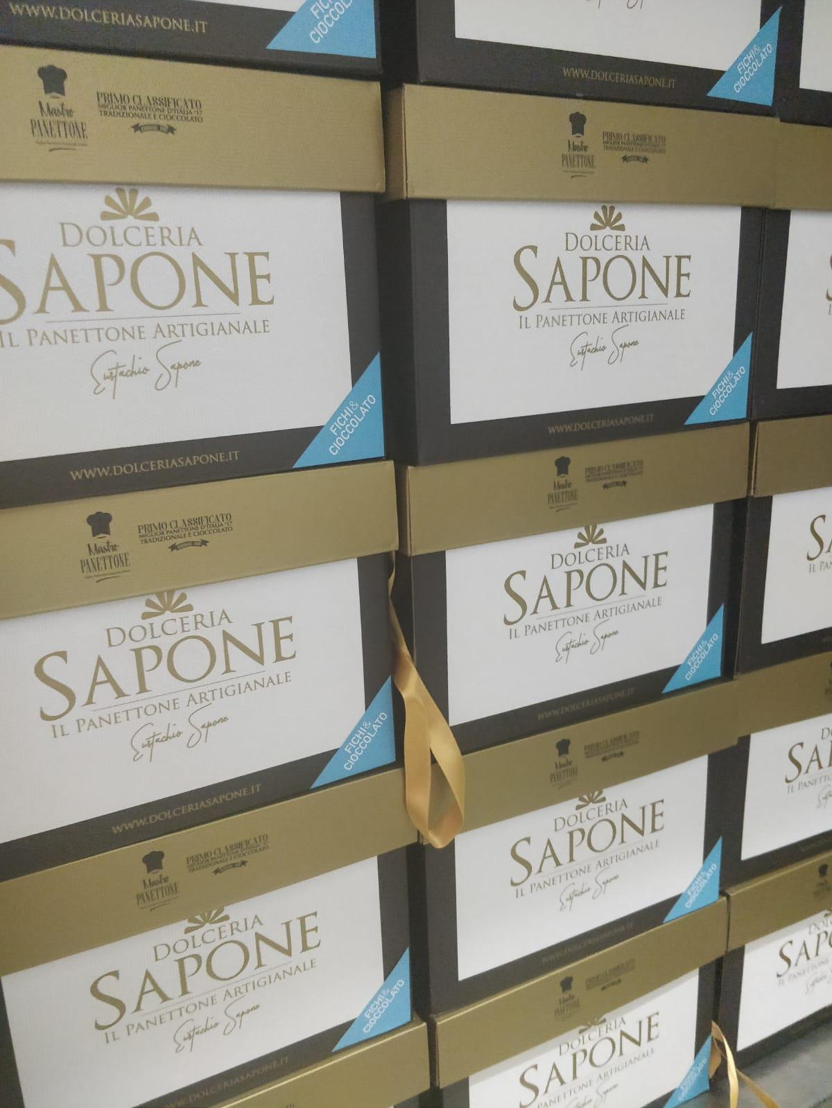 Panettoni in produzione Dolceria Sapone nuove scatole trio