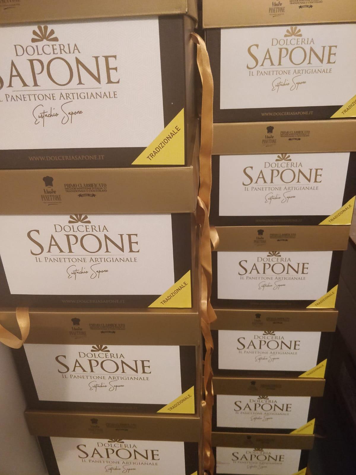 Panettoni in produzione Dolceria Sapone nuove scatole