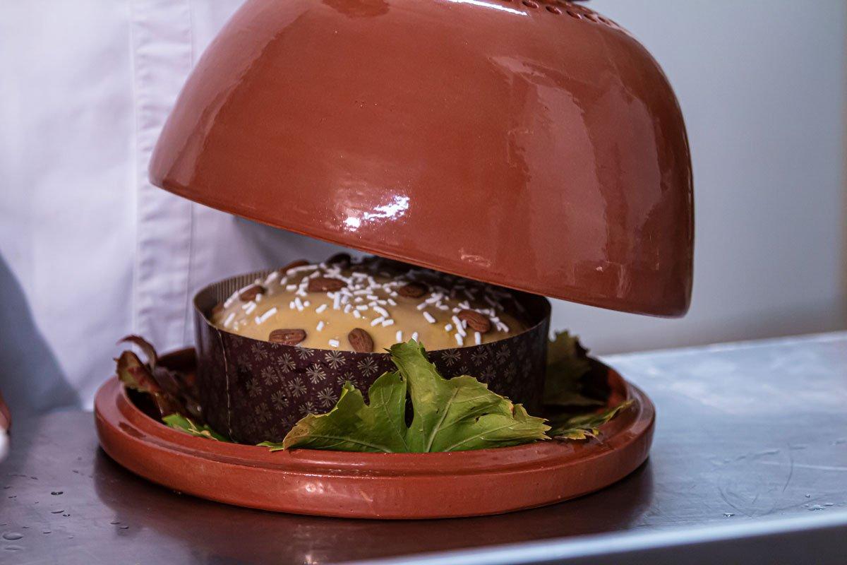 pugliettone il panettone pugliese di eustachio sapone cottura in piatto d'argillo
